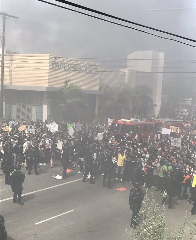 Bạo động leo thang, hàng loạt thành phố Mỹ ban bố lệnh giới nghiêm ảnh 3