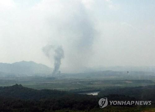 Video được cho là cảnh Triều Tiên cho nổ tung văn phòng liên lạc liên Triều ảnh 2