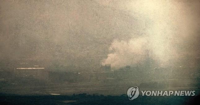 Video được cho là cảnh Triều Tiên cho nổ tung văn phòng liên lạc liên Triều ảnh 3