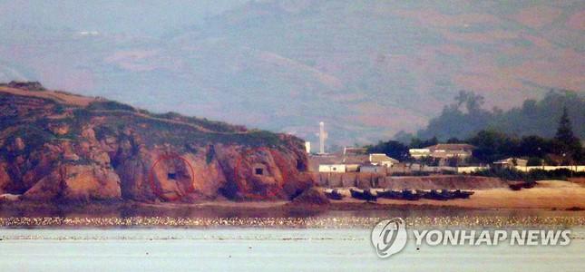 Triều Tiên đưa quân đến biên giới, bất ngờ mở lỗ châu mai ảnh 1