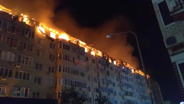 Nga: Tòa chung cư 8 tầng cháy kinh hoàng trên tầng áp mái ảnh 1