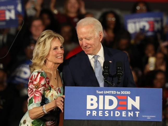 Vợ ứng viên Tổng thống Joe Biden: Từng làm bồi bàn, kết hôn lần đầu năm 19 tuổi ảnh 15