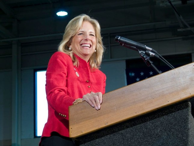 Vợ ứng viên Tổng thống Joe Biden: Từng làm bồi bàn, kết hôn lần đầu năm 19 tuổi ảnh 4