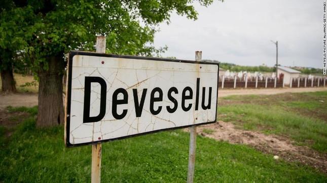 Romania: Thị trưởng qua đời vì COVID-19 vẫn tái đắc cử với số phiếu áp đảo ảnh 1
