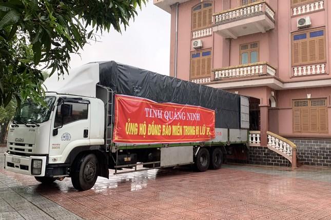 Doanh nhân Đào Hồng Tuyển ủng hộ đồng bào miền Trung gần 6 tỷ đồng ảnh 1