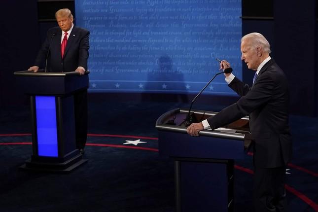 Ông Biden: Ai chịu trách nhiệm vì nhiều người chết do COVID-19 không nên làm tổng thống ảnh 10