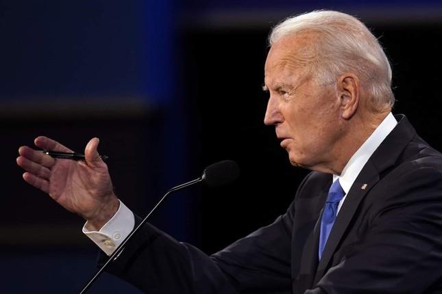 Ông Biden: Ai chịu trách nhiệm vì nhiều người chết do COVID-19 không nên làm tổng thống ảnh 11