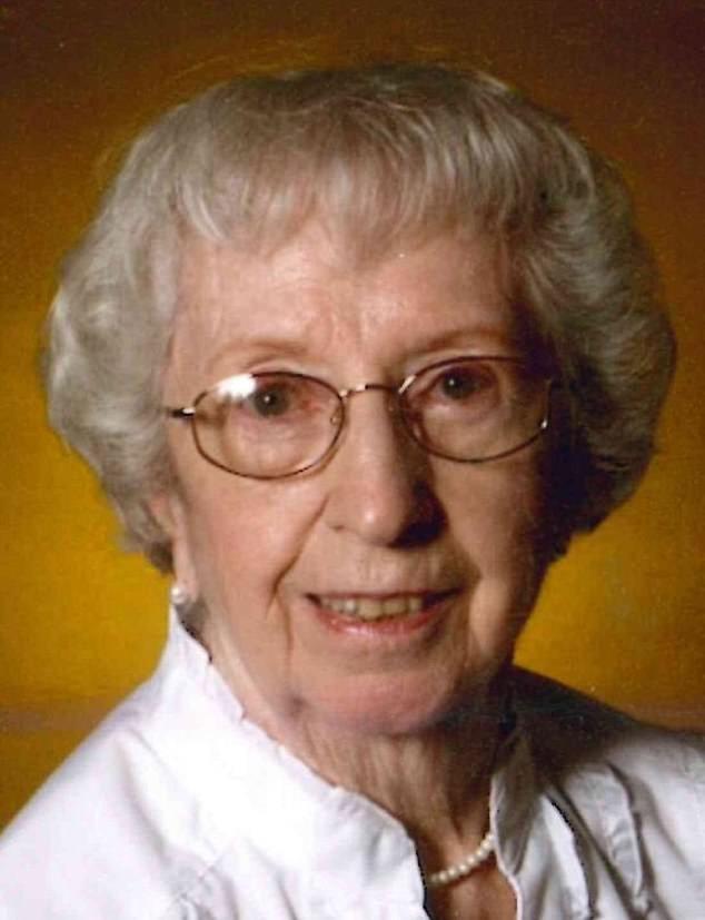 Cụ bà 93 tuổi qua đời, để lại di nguyện 'đừng bầu cho ông Trump' ảnh 2