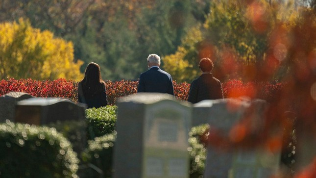 Ông Joe Biden viếng mộ vợ cũ, con trai sau khi nhận tin đắc cử Tổng thống ảnh 4