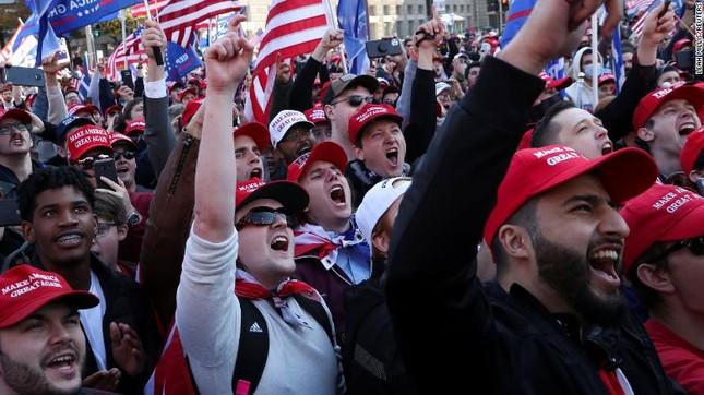 Hàng chục nghìn người đổ về thủ đô tuần hành ủng hộ ông Trump ảnh 2