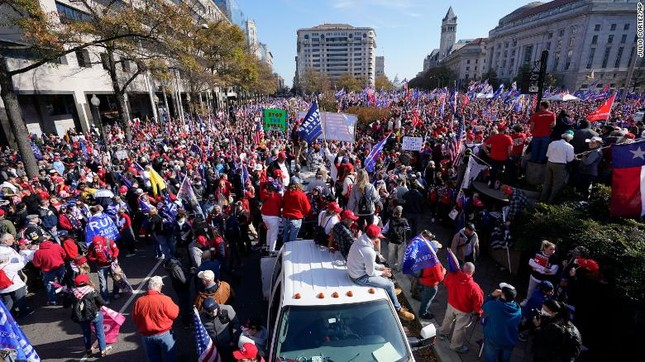 Hàng chục nghìn người đổ về thủ đô tuần hành ủng hộ ông Trump ảnh 1