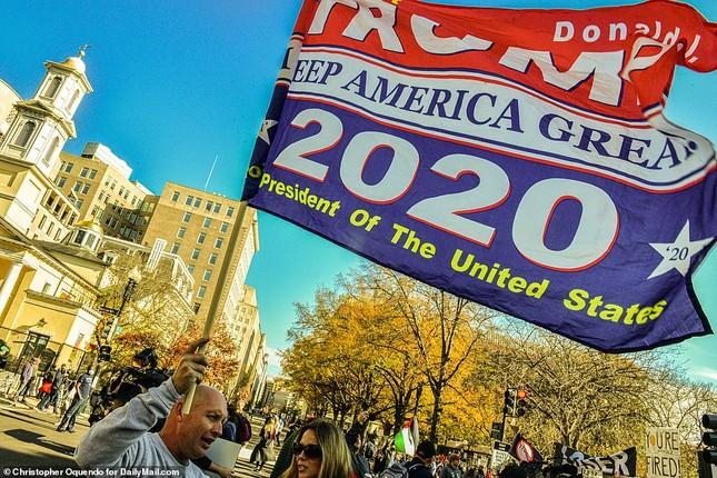 Hàng chục nghìn người đổ về thủ đô tuần hành ủng hộ ông Trump ảnh 5