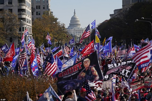 Hàng chục nghìn người đổ về thủ đô tuần hành ủng hộ ông Trump ảnh 6