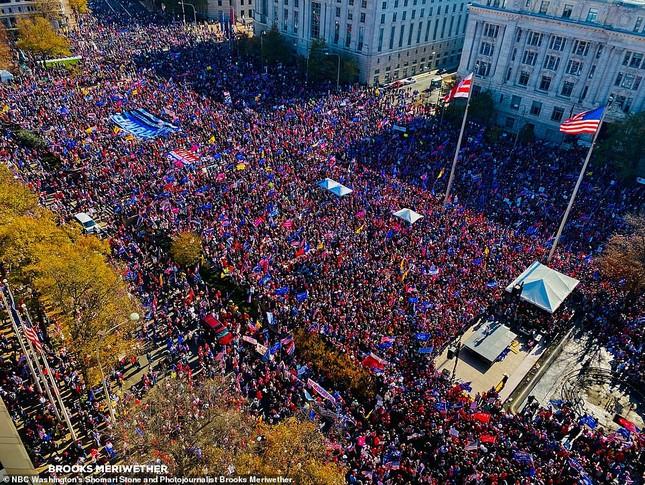 Hàng chục nghìn người đổ về thủ đô tuần hành ủng hộ ông Trump ảnh 8