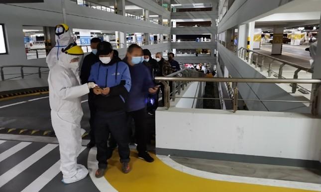 Thượng Hải: Sân bay đóng cửa, xét nghiệm nhân viên vì phát hiện ổ dịch COVID-19 ảnh 1