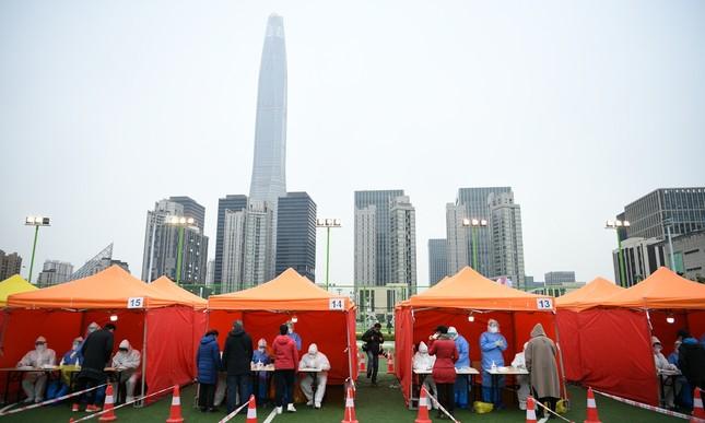 Trung Quốc: Bùng phát ổ dịch COVID-19 gần thủ đô Bắc Kinh ảnh 1
