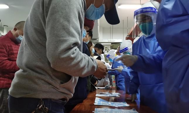 Thượng Hải: Sân bay đóng cửa, xét nghiệm nhân viên vì phát hiện ổ dịch COVID-19 ảnh 3