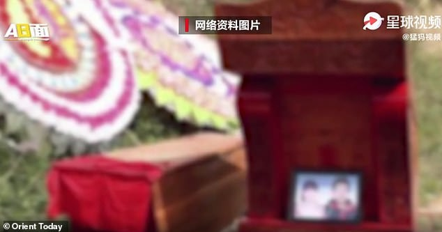 Trung Quốc: Bố mẹ đào mộ con gái, bán thi thể cho nhà trai để làm đám cưới ma ảnh 1