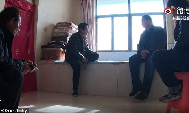 Trung Quốc: Bố mẹ đào mộ con gái, bán thi thể cho nhà trai để làm đám cưới ma ảnh 2