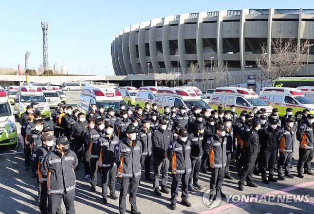 Hàn Quốc: Số ca COVID-19 mới cao kỉ lục, cả Seoul còn 1 giường chăm sóc đặc biệt ảnh 4