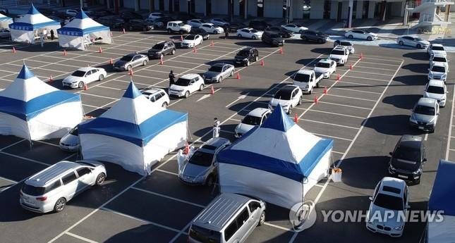 Hàn Quốc: Số ca COVID-19 mới cao kỉ lục, cả Seoul còn 1 giường chăm sóc đặc biệt ảnh 1