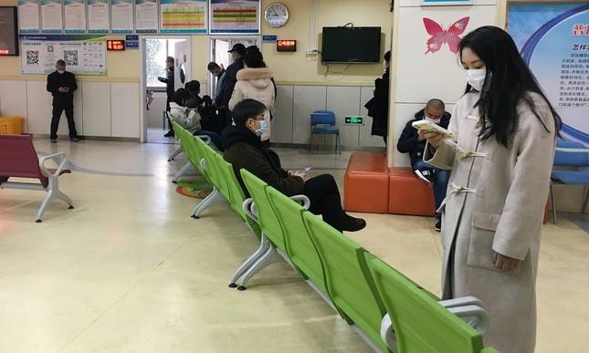 Làn sóng Hoa kiều trở về Trung Quốc tiêm vắc-xin nội địa ảnh 1