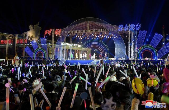Việt Nam bước sang năm mới 2021 ảnh 23