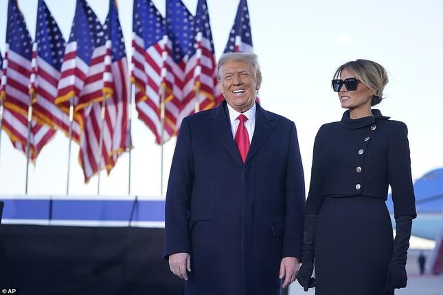 Người hâm mộ nhảy múa đón ông Trump về Florida ảnh 9