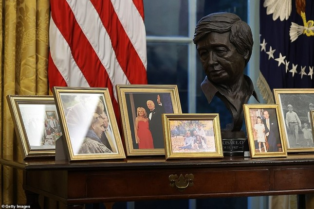 Phòng Bầu dục được bài trí lại để chào đón ông Joe Biden ảnh 5