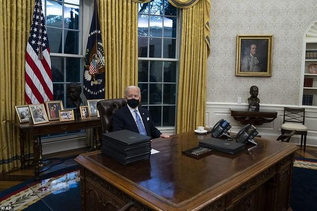 Phòng Bầu dục được bài trí lại để chào đón ông Joe Biden ảnh 4