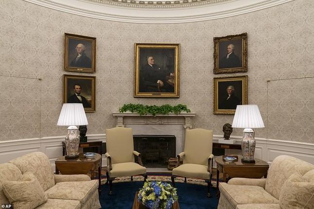 Phòng Bầu dục được bài trí lại để chào đón ông Joe Biden ảnh 7