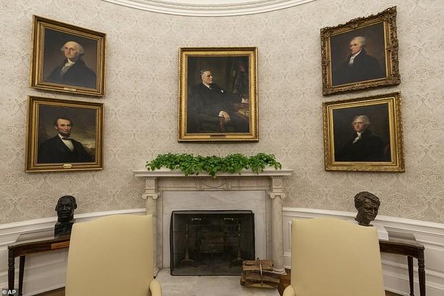 Phòng Bầu dục được bài trí lại để chào đón ông Joe Biden ảnh 6