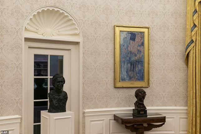 Phòng Bầu dục được bài trí lại để chào đón ông Joe Biden ảnh 9