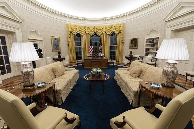 Phòng Bầu dục được bài trí lại để chào đón ông Joe Biden ảnh 3