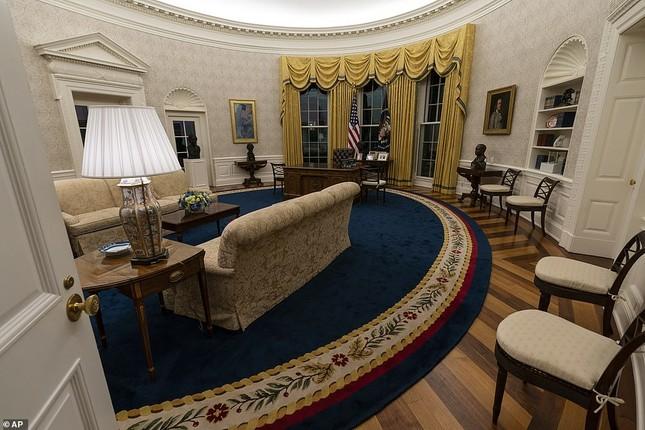 Phòng Bầu dục được bài trí lại để chào đón ông Joe Biden ảnh 1