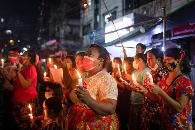 Myanmar: Dân tránh gọi điện thoại, dùng mật mã vì sợ bị nghe lén ảnh 6