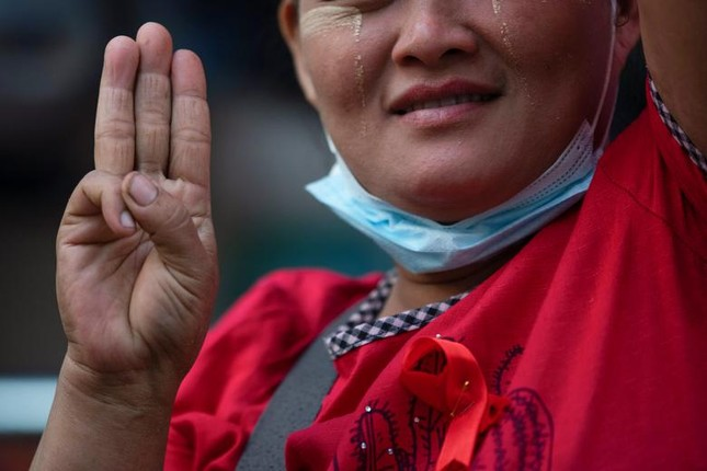 Myanmar: Dân tránh gọi điện thoại, dùng mật mã vì sợ bị nghe lén ảnh 7