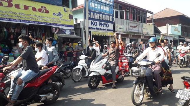 Myanmar: Dân tránh gọi điện thoại, dùng mật mã vì sợ bị nghe lén ảnh 8