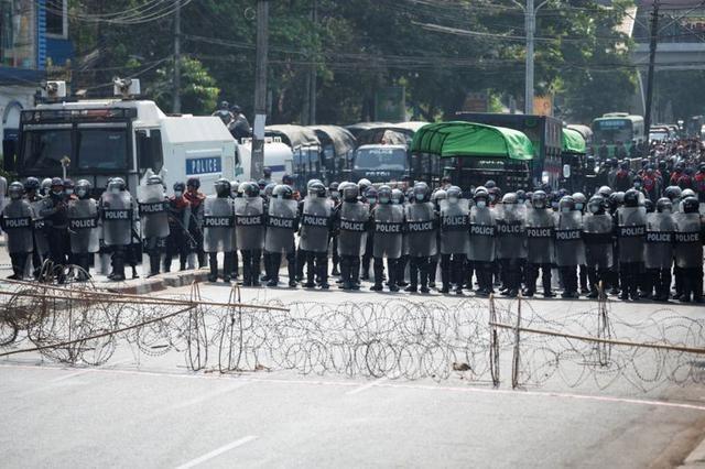 Myanmar: Dân tránh gọi điện thoại, dùng mật mã vì sợ bị nghe lén ảnh 3
