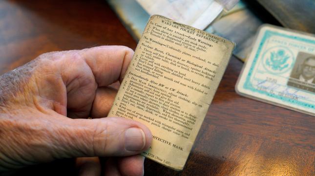 Cụ ông bất ngờ nhận được chiếc ví đánh rơi 53 năm trước ở Nam Cực ảnh 3