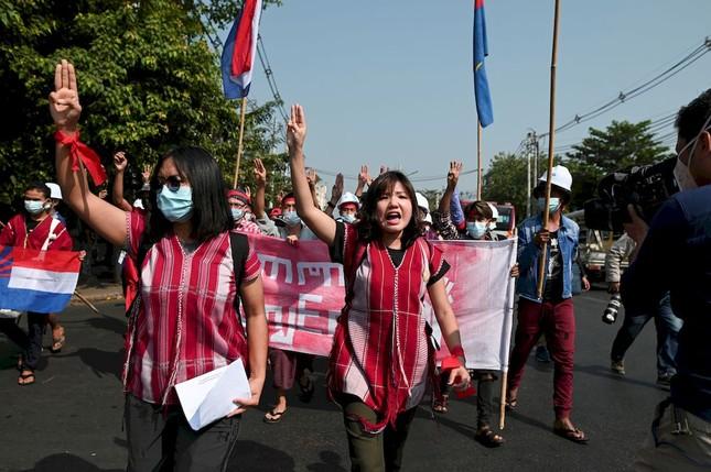 Myanmar: Dân tránh gọi điện thoại, dùng mật mã vì sợ bị nghe lén ảnh 2