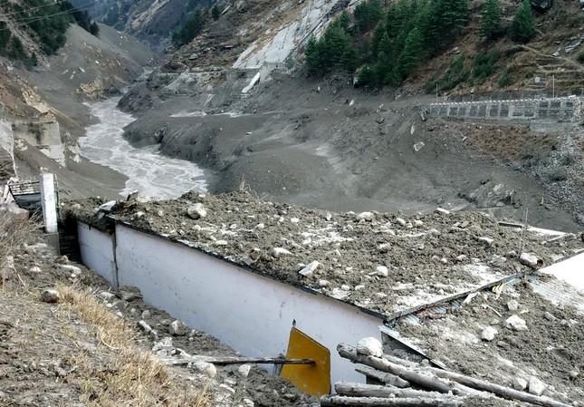 Lũ băng ở Ấn Độ: Tìm thấy 18 thi thể, còn 200 người mất tích ảnh 2