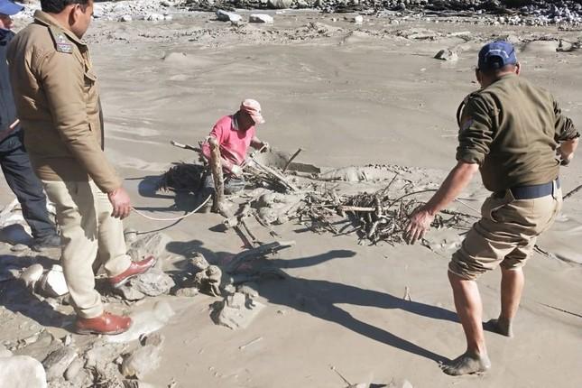 Lũ băng ở Ấn Độ: Tìm thấy 18 thi thể, còn 200 người mất tích ảnh 4