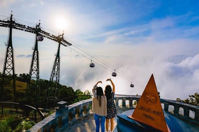 Ngắm nhìn Núi Bà Tây Ninh đẹp vi diệu những ngày đầu xuân ảnh 10