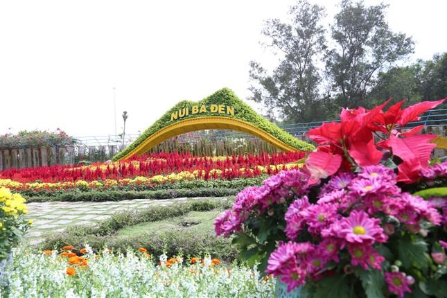 Ngắm nhìn Núi Bà Tây Ninh đẹp vi diệu những ngày đầu xuân ảnh 1