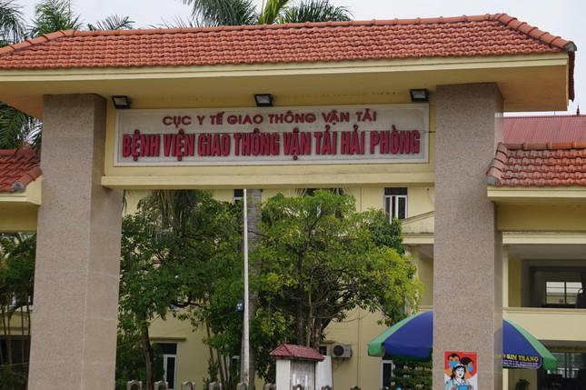 Nữ nhân viên dương tính SARS-CoV-2, phong tỏa Bệnh viện GTVT Hải Phòng ảnh 1