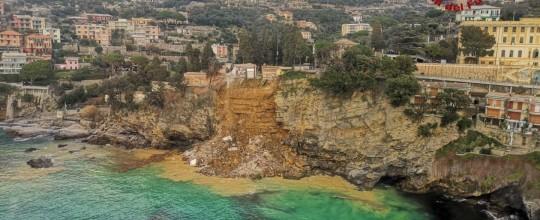 Ý: Nghĩa trang sạt lở, hàng trăm quan tài rơi xuống biển ảnh 2