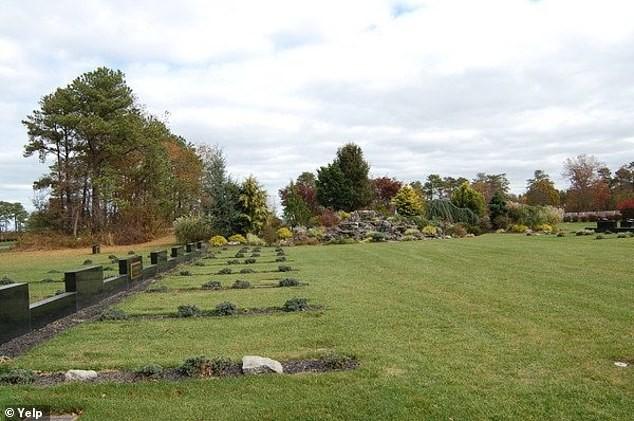 Mỹ: Nhân viên nghĩa trang bị 'chôn sống' khi đang hăng say đào huyệt ảnh 1