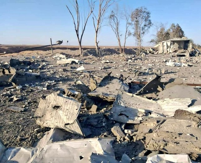 Ảnh vệ tinh hé lộ thiệt hại vụ Mỹ ném 7 quả bom xuống Syria ảnh 3