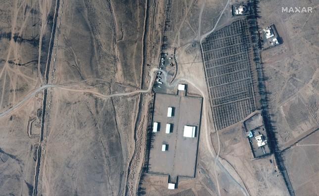 Ảnh vệ tinh hé lộ thiệt hại vụ Mỹ ném 7 quả bom xuống Syria ảnh 4